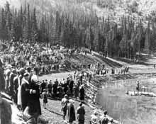 Charles Gordon préside une messe<br>au Festival « Highland » de Banff