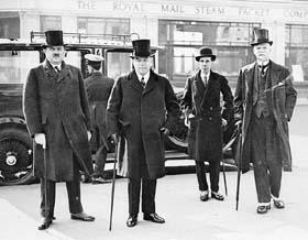 L'hon. Ernest Lapointe, le très honorable W.L. Mackenzie King, Vincent Massey et l'hon. Peter Larkin à la Conférence impériale, Londres, 1926.