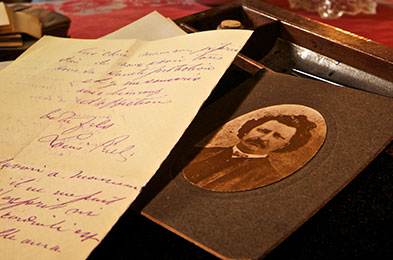 Photo of Louis Riel and letter © Parks Canada