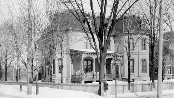 Residence of Sir Wilfrid Laurier, (Laurier Avenue, East) circa 1901