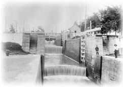 Locks 1, 2 and 3 of the Chambly Canal, empty, in 1904. Two lockeepers on the West side of lock 1.