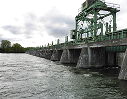 The Fryer Island Dam is built on 30 concrete piers