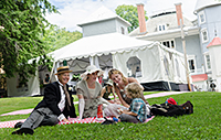 Picnic on the lawns at Manoir Papineau