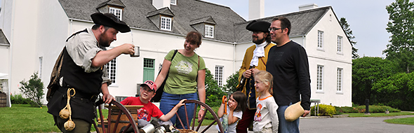 Meet characters in period costumes at the Saint-Thibault