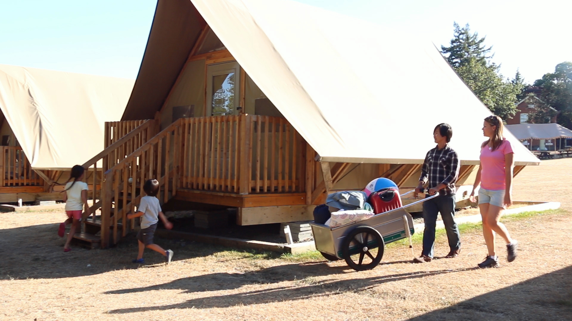 Looking for exciting new experiences in Vancouver and Victoria? Stay overnight in an oTENTik, a unique camping offer that blends homey comfort and outdoor adventure.