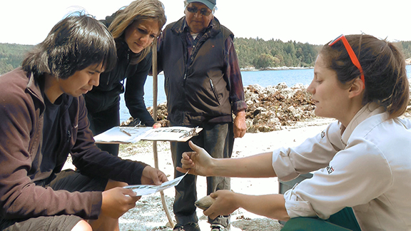 Parks Canada and the WSÁNEĊ and Hul'q'umi'num Nations explain the historical significance of clam gardens and what they are doing to restore them in the Southern Gulf Islands.