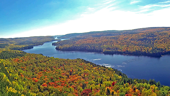 Autumn is the perfect season to be inspired by the colored landscape's beauty of La Mauricie National Park.