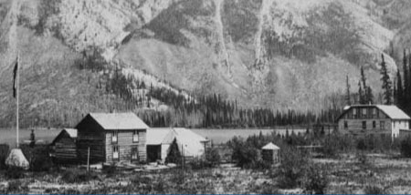 Hotels - Lake Minnewanka, 1890