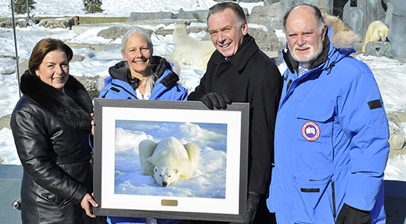 The Honourable Peter Kent, Canada's Environment Minister and Minister responsible for Parks Canada, accepts the Champion of Polar Bears award from Carolyn Buchanan, co-founder of Polar Bears International Inc. (PBI), for Parks Canada's work to conserve critical polar bear habitat in Wapusk National Park.