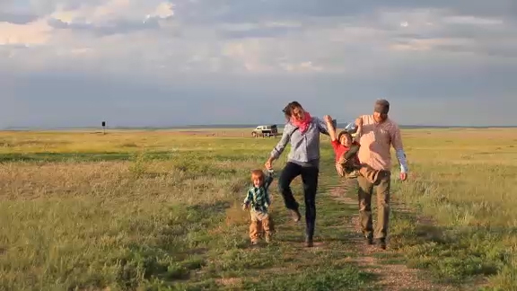 Grasslands, a family experience - Experience the solitude of the wide-open plain as the prairie wind ripples a sea of grasses beneath the clear blue sky. Travel back in time as you gaze at dinosaur bones, wander past tipi rings and catch a glimpse of a prairie homestead on the distant horizon.