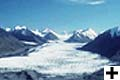 Picture of the Kluane glacier and of mountains which surround it.