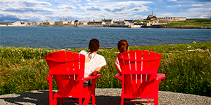 Visitors sitting on red chairs.