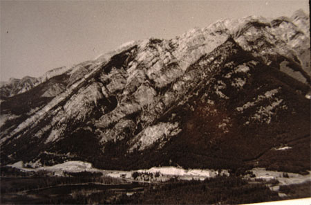 Two photos of Mount Norquay in Banff National Park. One photo was taken in 1902, and the other was taken in 1984. The 1984 photo has significantly vegetation expansion up the slopes of Mount Norquay due to fire suppression.