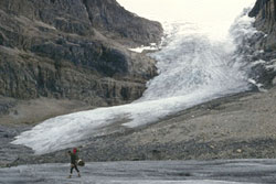Image of a glacier between rocky hills