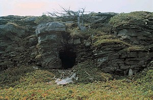 Dorset burial cave at Port au Choix