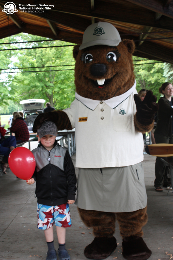 Parka makes a new friend on National Canoe Day in Peterborough!