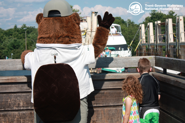 Parka and her new friends wave at boaters as boats are lifted out of the water and over land by the Big Chute Marine Railway. What a great view!