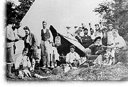 Bivouac from the 78th Highlanders Regiment at Point Lévy, around 1868. These soldiers worked on the building of the fort