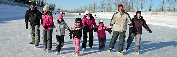 Alone, with your friends or family, come get moving by ice skating on the Chambly Canal!