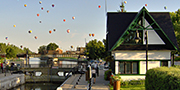 Hot-air balloons in the sky of lock No. 9 at Chambly Canal