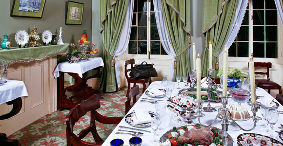 Iamge of the dining room of Sir George-Étienne Cartier