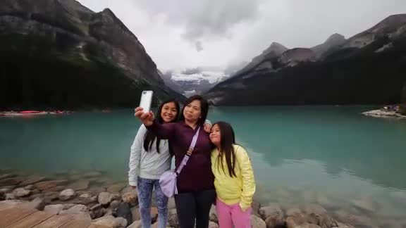 Banff National Park is a great place for the whole family. From hikes, bike ride, picnic areas and spectaculars lookout. There's no shortage of fun!