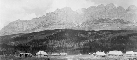 Internment camp at Castle in Banff, 1915.