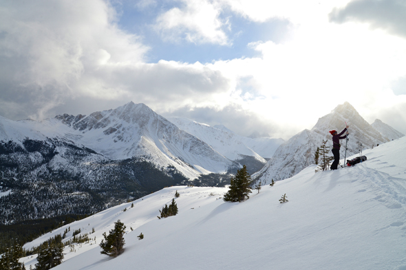 Ski touring in Marmot Pass © N. Gaboury