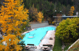 Radium Hot Springs in the autumn © Parks Canada