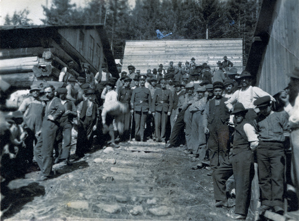 prisoners at the Mount Revelstoke internement camp