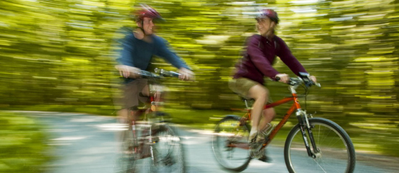 Two cyclists on Keji trail