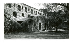 East curtain wall, inner court of Fort Chambly, beginning of the 20th century