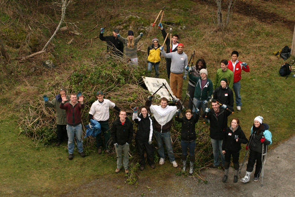 A group of volunteers contributes to the rehabilitation of a unique habitat, the Garry Oak Ecosystem, at Fort Rodd Hill and Fisgard Lighthouse National Historic Sites.