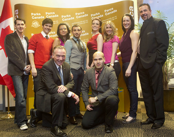 The Honourable Peter Kent poses with Alan Bishop and cast members