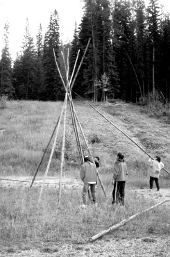 People from the Ktunaxa Nation setting up a teepee at Heritage Corridors Event in 2000.
