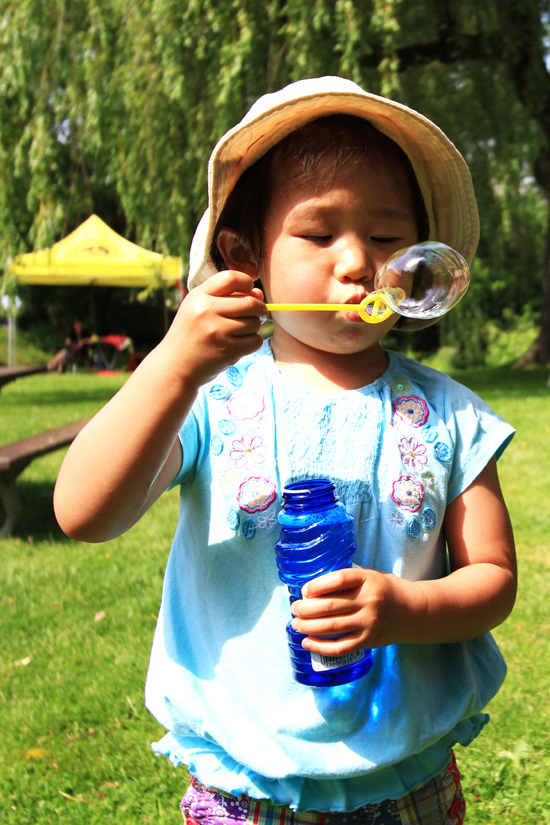 Summer spent her free time playing with bubbles.