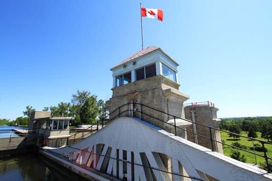 The main tower was once used as the Operator's Cabin for the lift lock but that function was moved to the centre pier of the upper reach in 1963-64.