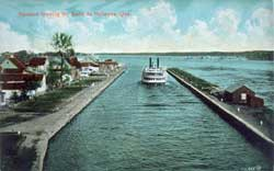 Steamer leaving Sainte-Anne-de-Bellevue Canal. To the left, the village of Sainte-Anne-de-Bellevue and to the right, the lower jetty of the canal.