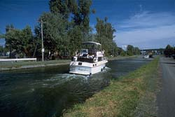 Forefront, boats going towards lock number 7. Background, viaduct of route 112 in Chambly.