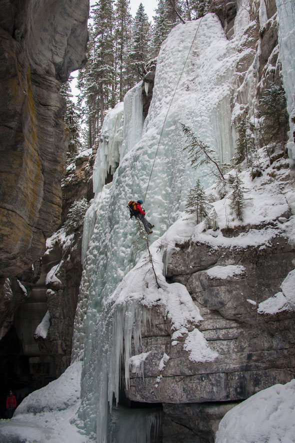 Climbers delight on the heights of Maligne Canyon!