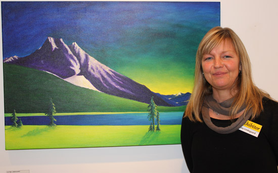 Tina Lindegaard and her work 'Vibrant Emerald Lake'