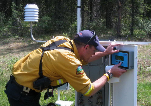 <br />Fire personnel monitor on-site weather conditions daily during a prescribed fire © Parks Canada 2008