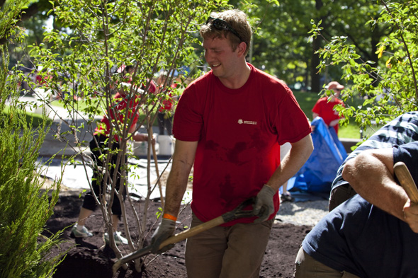 A Parks Canada employee used his Volunteer Day to give back to the Moss Park community