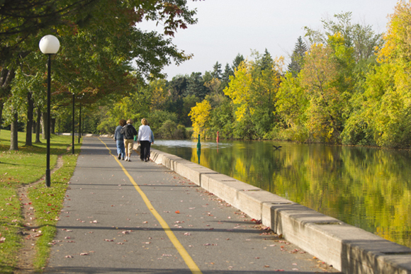 Voies cyclables le long du canal Rideau