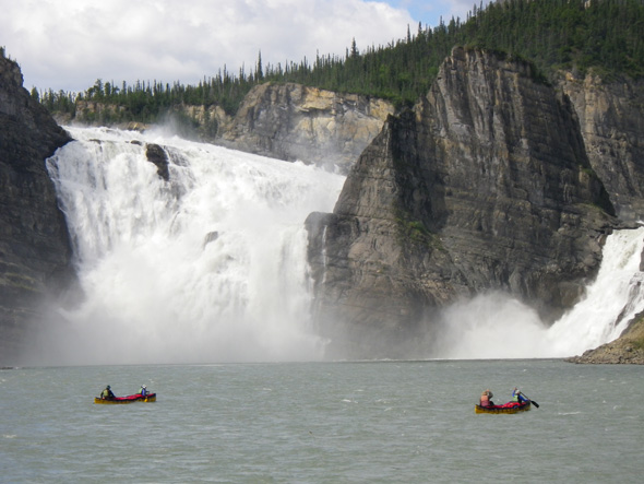 Chutes Virginia, parc national Nahanni, site du patrimoine mondial.