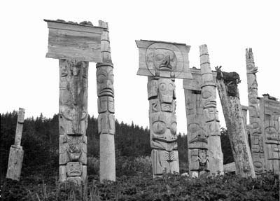 Picture of memorial poles before their transfert to Royal British Columbia Museum in 1957. These poles are in a much better shape than the ones which have stayed on the island.