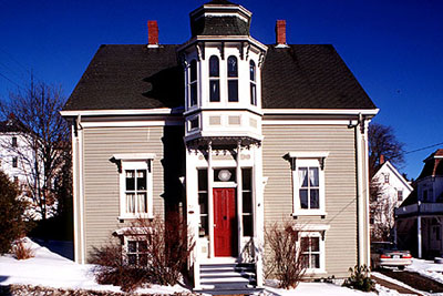 Picture of a typical house of the Old Town Lunenburg.